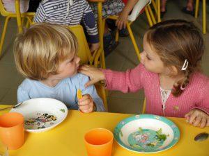 Ecole franco anglaise Greenfield maternelle-de-grandes-conversations-pendant-le-repas